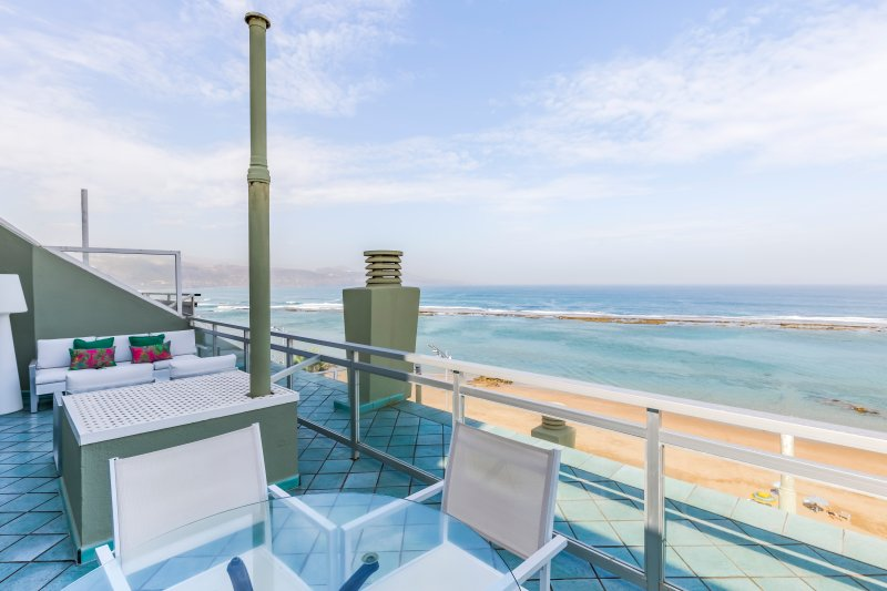 Beachfront penthouse with a 30 meter terrace and free Wifi – semesterbostad i Las Palmas, Kanarieöarna