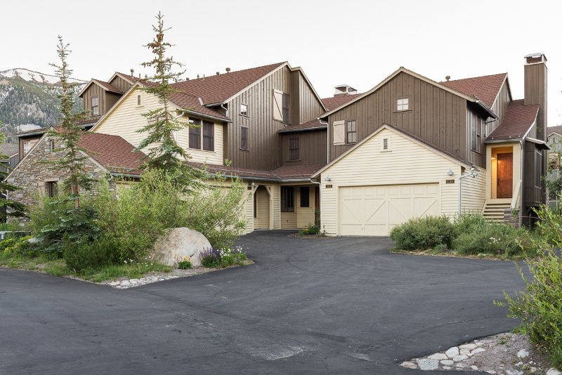 Lodges 1140- Spacious Townhome on Golf Course Chalet in Mammoth Lakes