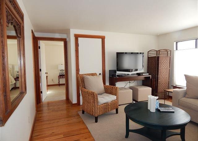 Monthly rental; flexible rates!-2 Bedroom Brookside condo in town, vacation rental in Jackson