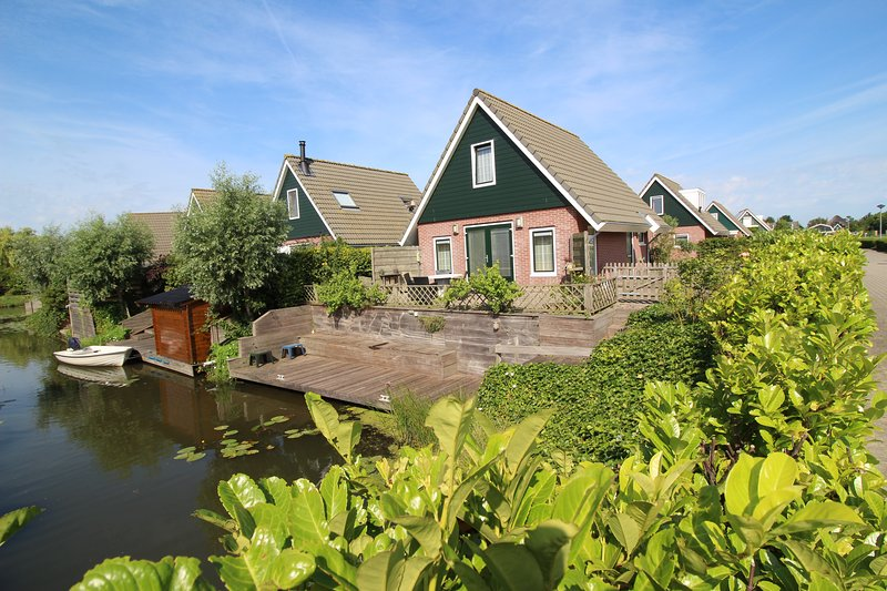 Holidaypark Klein Giethoorn bungalow 12-20, holiday rental in Medemblik