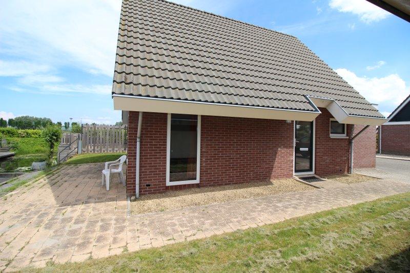 Holidaypark Klein Giethoorn bungalow 12-23, vakantiewoning in Hoorn