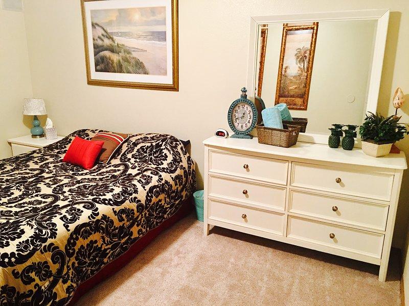 Queen Bed, Dresser, Desk, Walk-in closet