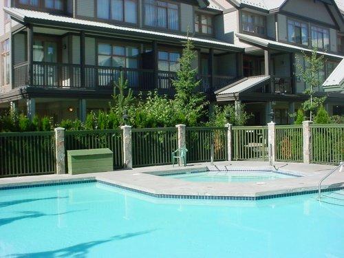 Aproveite a piscina e a banheira de hidromassagem durante todo o ano