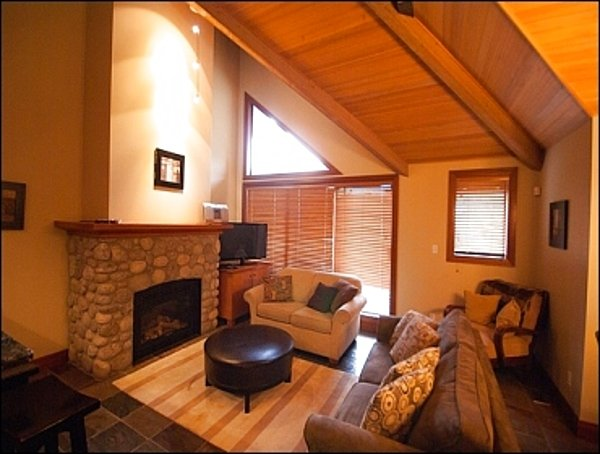 Private Hot Tub | Lovely Decor with Vaulted Ceilings / 215219 Chalet in Whistler