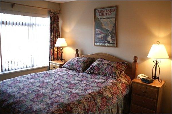 Cozy Master Bedroom with Queen Bed