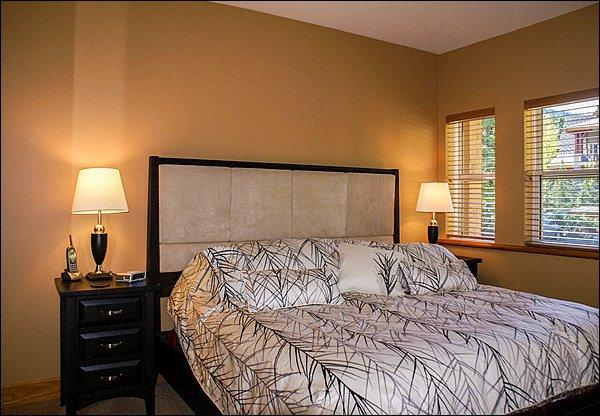 Quarto principal com cama king-size