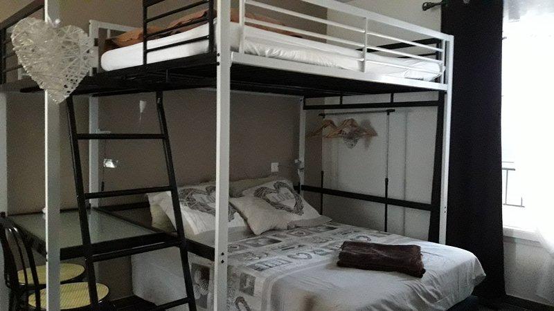 La Cigalette en Provence ' chambre lin', holiday rental in Caumont-sur-Durance