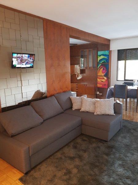 Apartamento amplio, luminoso, cercano metro, con plaza de garage, location de vacances à Las Rozas
