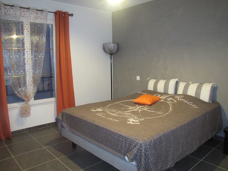 Chambre d'hôtes 'Oranger' (La Cigalette en Provence), holiday rental in Caumont-sur-Durance