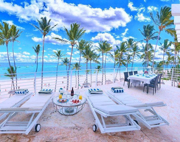 Imaginez-vous dans ces chaises longues en sirotant votre mojito. Ce point de vue vous donnera le meilleur!