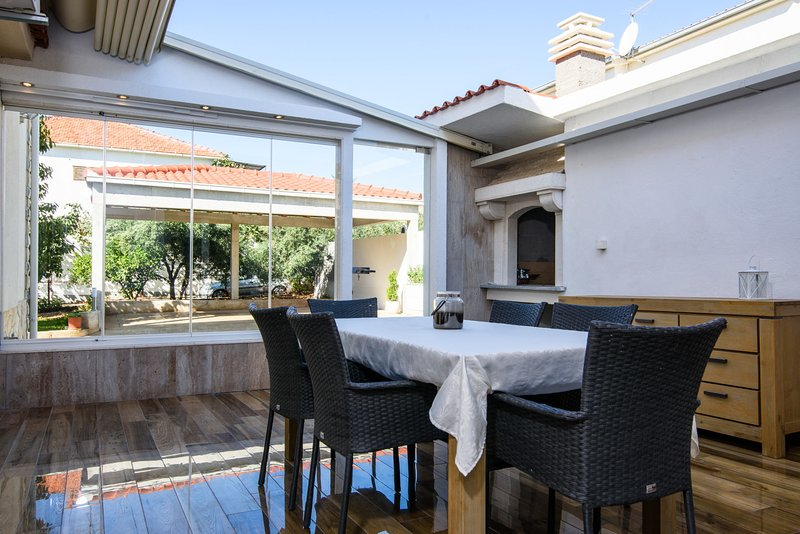 Vila Gea - modern and large at perfect location – semesterbostad i Trogir