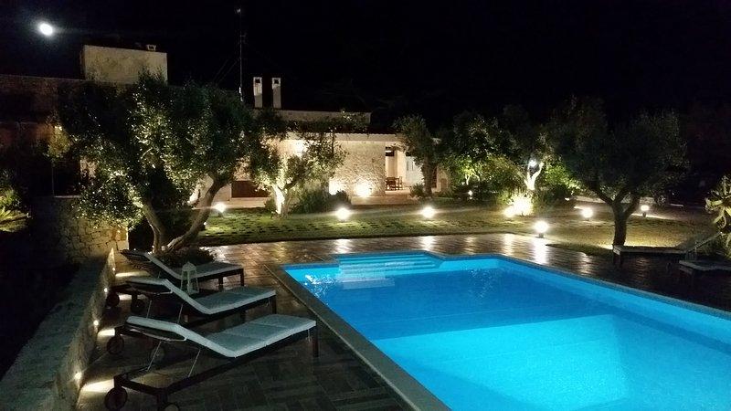 VILLA CON PISCINA PRIVATA 'MEST PEPP' a MONOPOLI (BA), holiday rental in Macchia di Monte