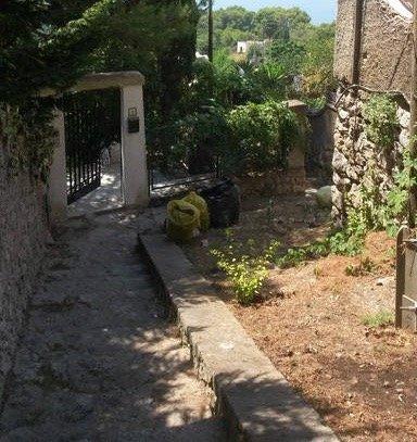 la porte de la villa