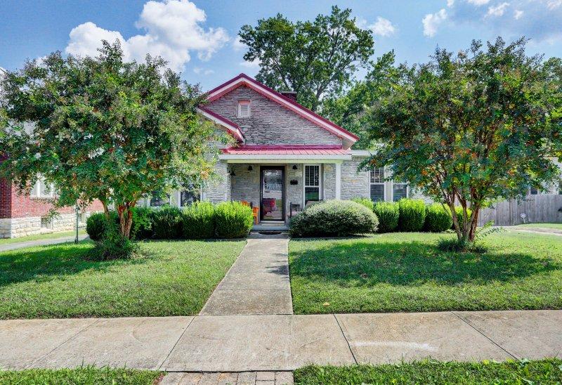 La encantadora ciudad de Fayetteville le espera durante su estancia en esta preciosa casa.