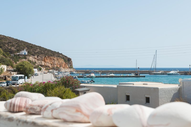 SIFNOS Beach House - Platis Gialos - Blue Island Yoga, holiday rental in Chrisopigi