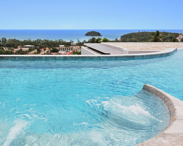 The overflow pool-Jacuzzi of the Residence ...
