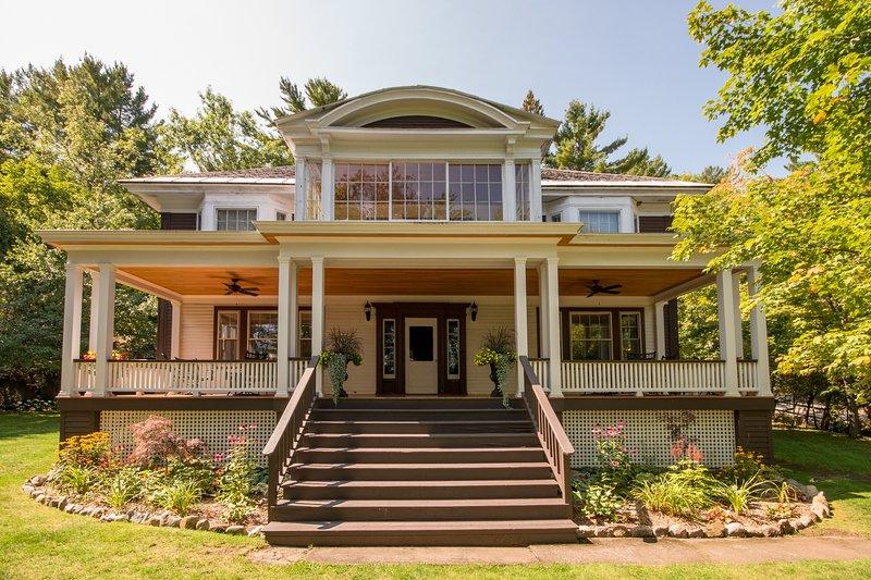 Mirror Lake Manor UPDATED 2019: 7 Bedroom House Rental in Lake ... on