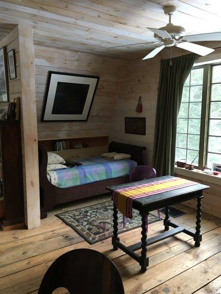 La alcoba cama por la ventana del Norte, arriba.