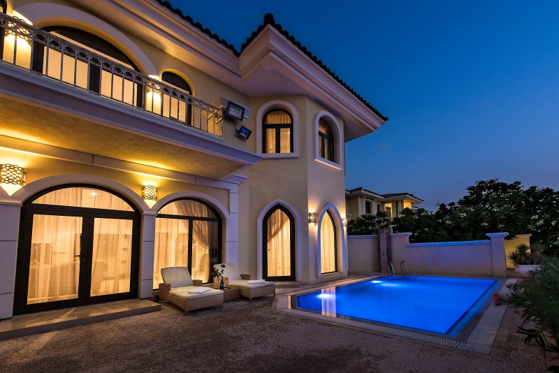 XANADUBAI BEACH VILLA, 5 bed, private STAFF, BAR, POOL, vacation rental in Dubai
