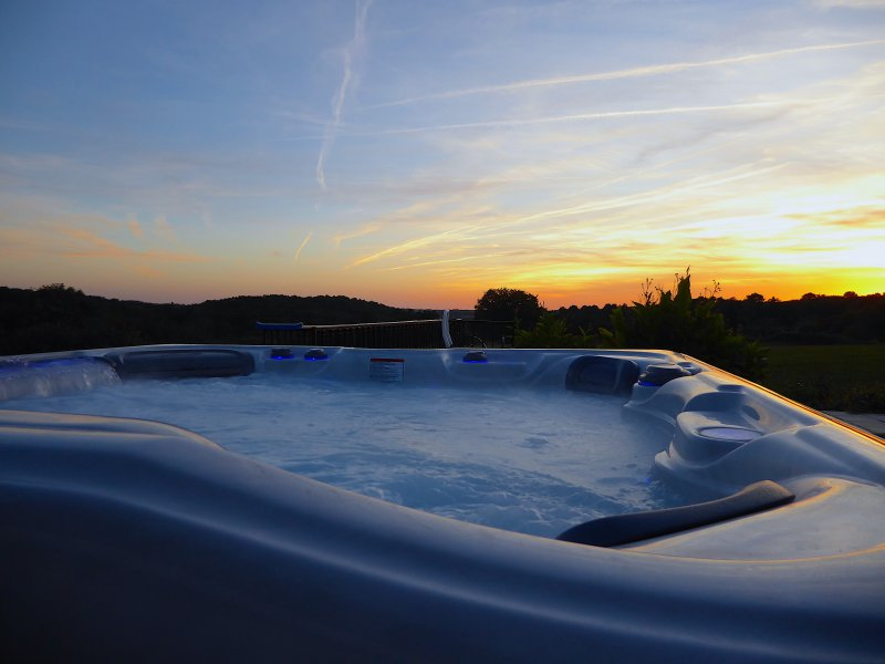 Admire el espectacular cielo nocturno desde la bañera de hidromasaje