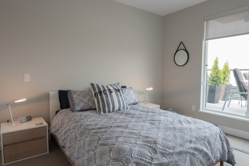 Segundo dormitorio con cama de matrimonio.