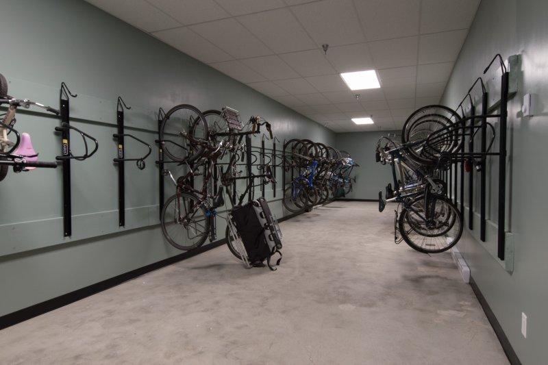 almacenamiento gratuito de bicicletas.