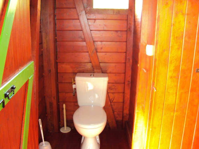 WC spacious independent of the bathroom