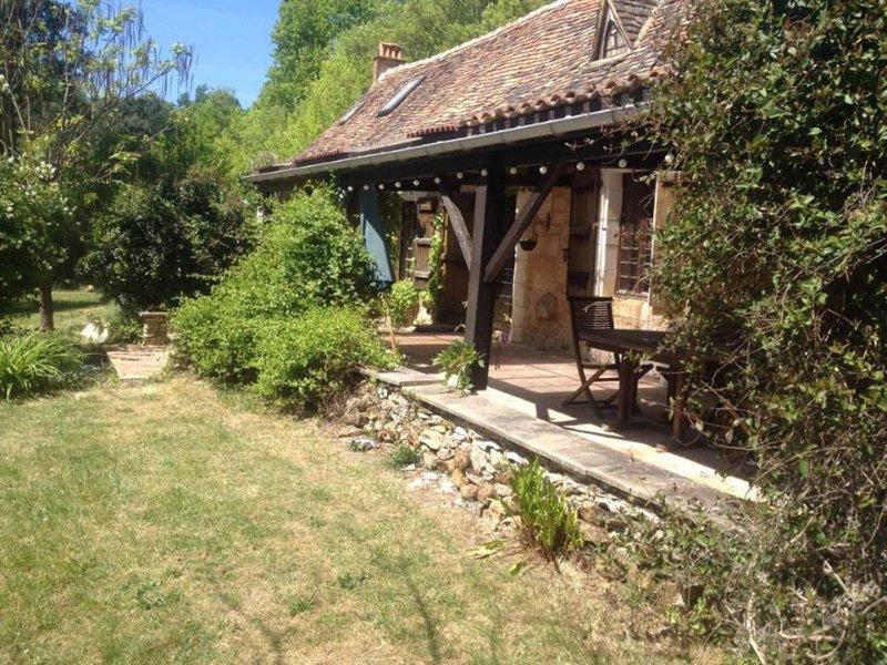 Gites Guibert Vacances Cottage de luxe et gîte  et leurs  deux piscines, location de vacances à Neuvic
