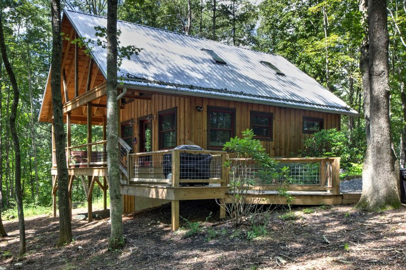 This cabin is tucked away in a private forest, affording a quiet space and comfortable accommodations for 4 guests to enjoy.