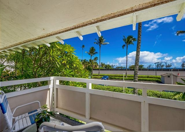 Private 2nd Floor Lanai with Distant Ocean Views