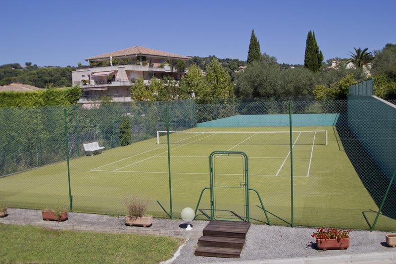 Le Club Mougins Tennis Court