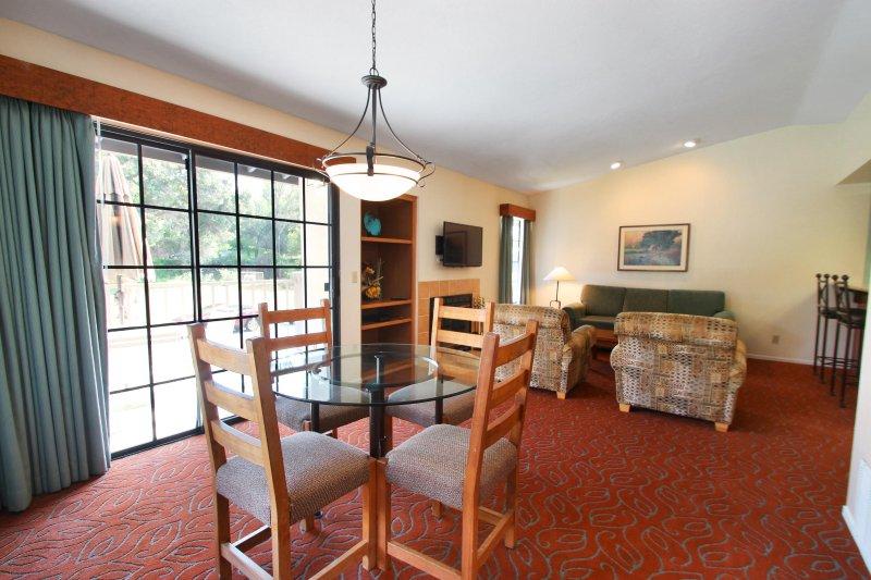Riviera Oaks Resort Dining Room