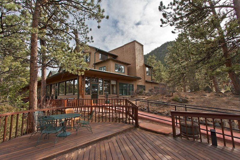 Mountainside Studio North on Prospect Mtn w/ WiFi, Resort Pool & Hot Tub, vacation rental in Estes Park