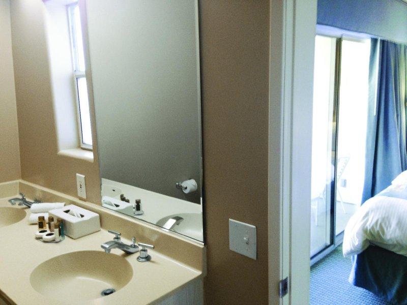 Palm Canyon Resort Bathroom