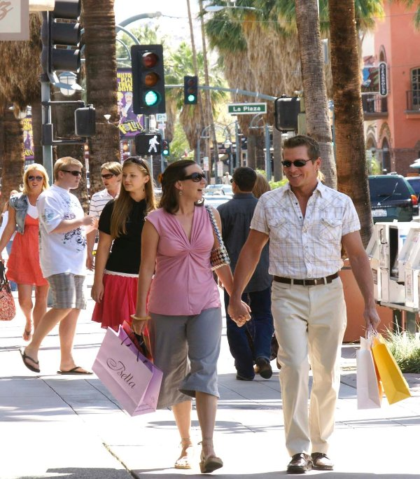 Shopping on Palm Canyon Drive - Palm Canyon Resort