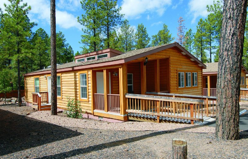 Pinetop 2BR Cabin w/ Fireplace & Full Kitchen in Arizona's White Mtns!, location de vacances à Vernon