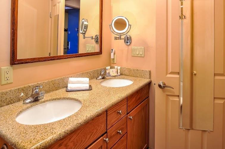 Bell Rock Inn Bathroom