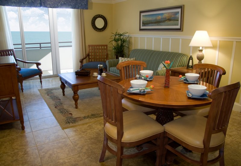 The Cove on Ormond Beach Dining with Living Area
