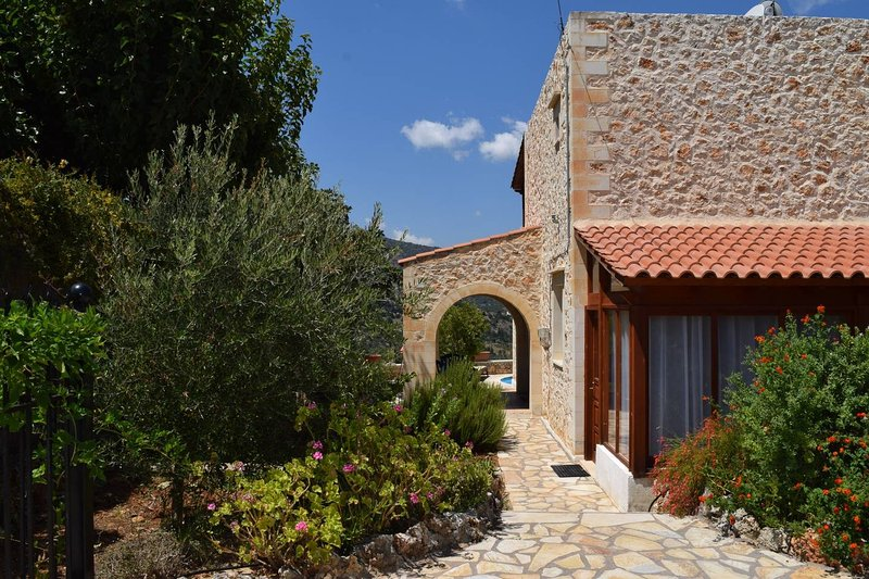 Villa Amanda, vacation rental in Agioi Pantes