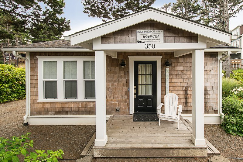 Cozy Beach Bungalow, Steps to Beach, Hot Tub, King Bed, holiday rental in Lincoln Beach