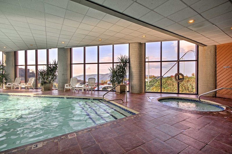 Disfruta del acceso a los servicios del complejo, que incluyen una piscina cubierta, bañeras de hidromasaje y más