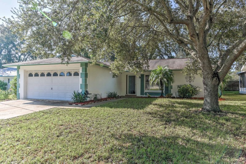 Stay in this 2-bedroom, 2-bathroom vacation rental house when you plan your next trip to Port Richey!