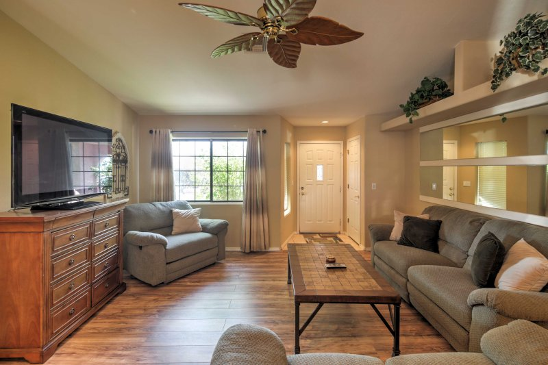 This home features sleek hardwood floors, air conditioning and ceiling fans.