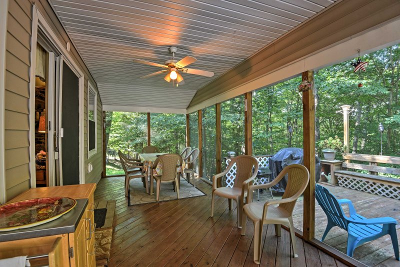 Peaceful Home w/ Deck Near Lake Wallenpaupack!, holiday rental in Newfoundland