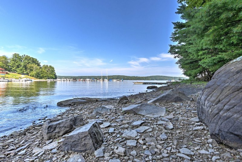 With Lake Wallenpaupack just below, you'll have easy access to unlimited activities during your stay.