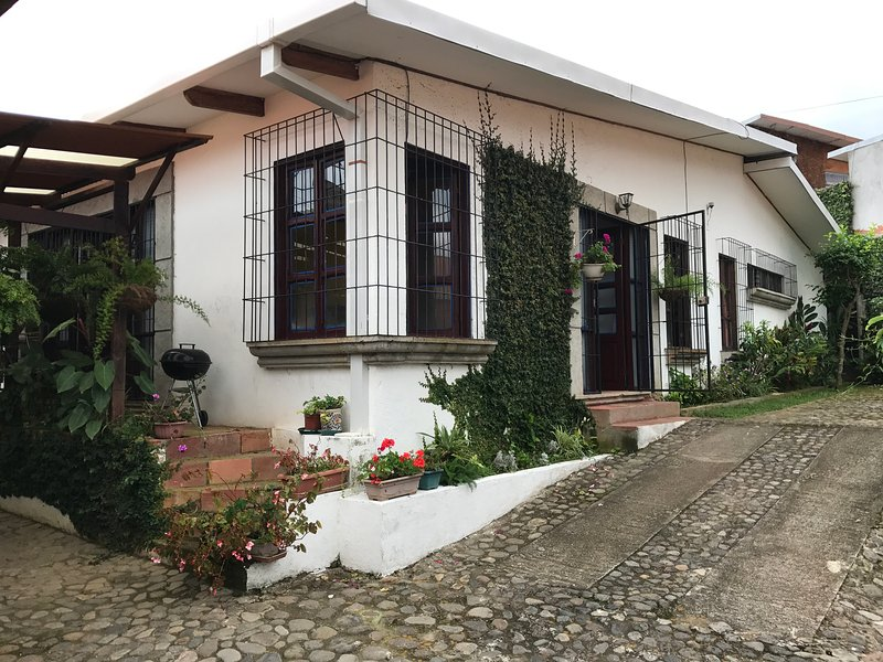 FURNISHED HOUSE COLONIAL STYLE, alquiler vacacional en Copey