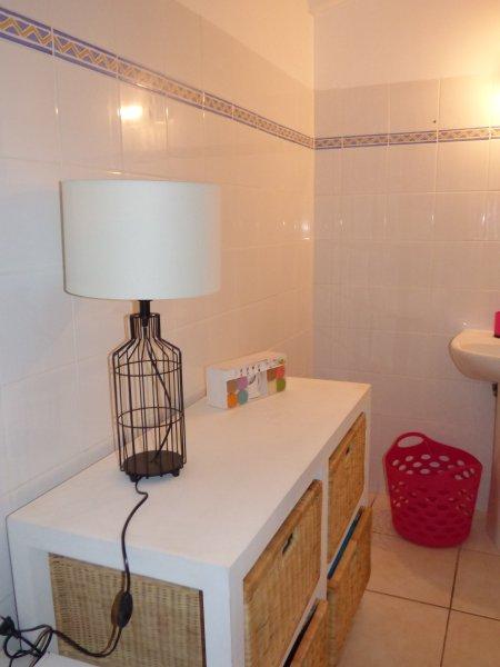 baño dormitorio principal con ducha a ras de