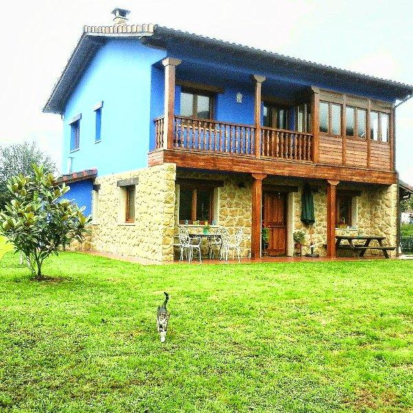 Alquiler casa de aldea  La Xana Azul .Con Vistas., holiday rental in San Julian