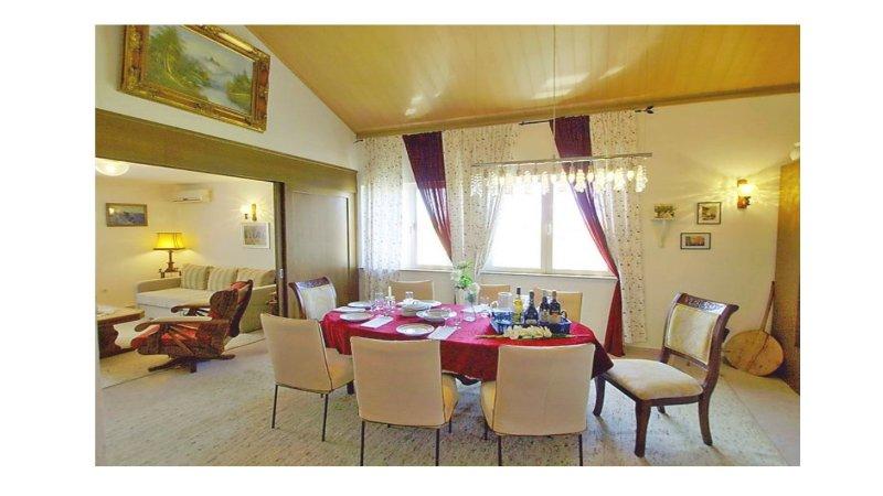 Moderne 200qm Ferienwohnung, vacation rental in Vrsi