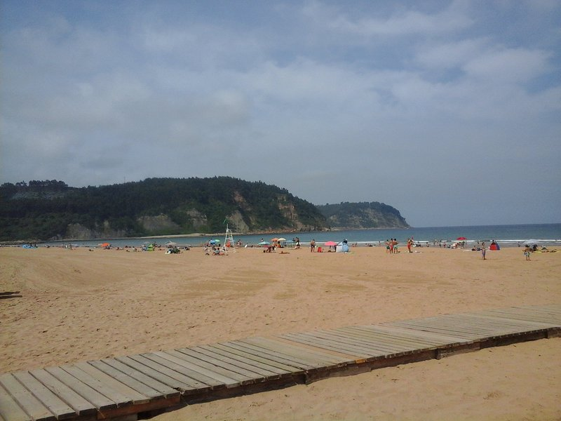 Playa de Rodiles. A 20mts